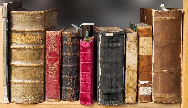 古い洋書が並んでいます
